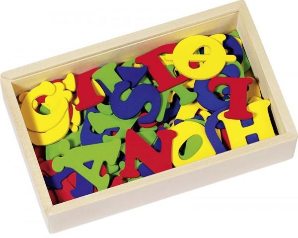 Holzbuchstaben mit Klebepunkten im Holzschuber